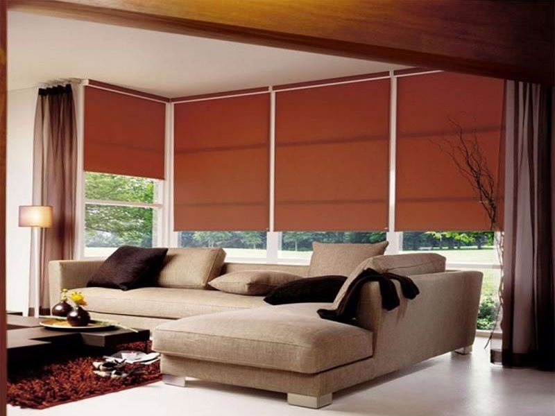 Blocking light roller shades